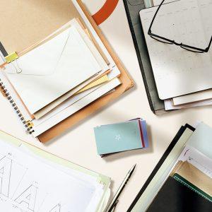 Comment on peut réussir en freelance et réussir avec les piles de papiers à préparer pour devenir freelance statut?